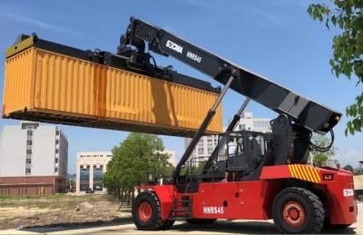 Autoelevador Reach Stacker para Contenedores hasta 45 Ton.